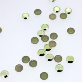 Clous à facettes vert amande