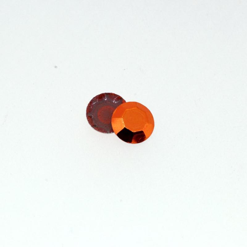 Clous à facettes orange épicé