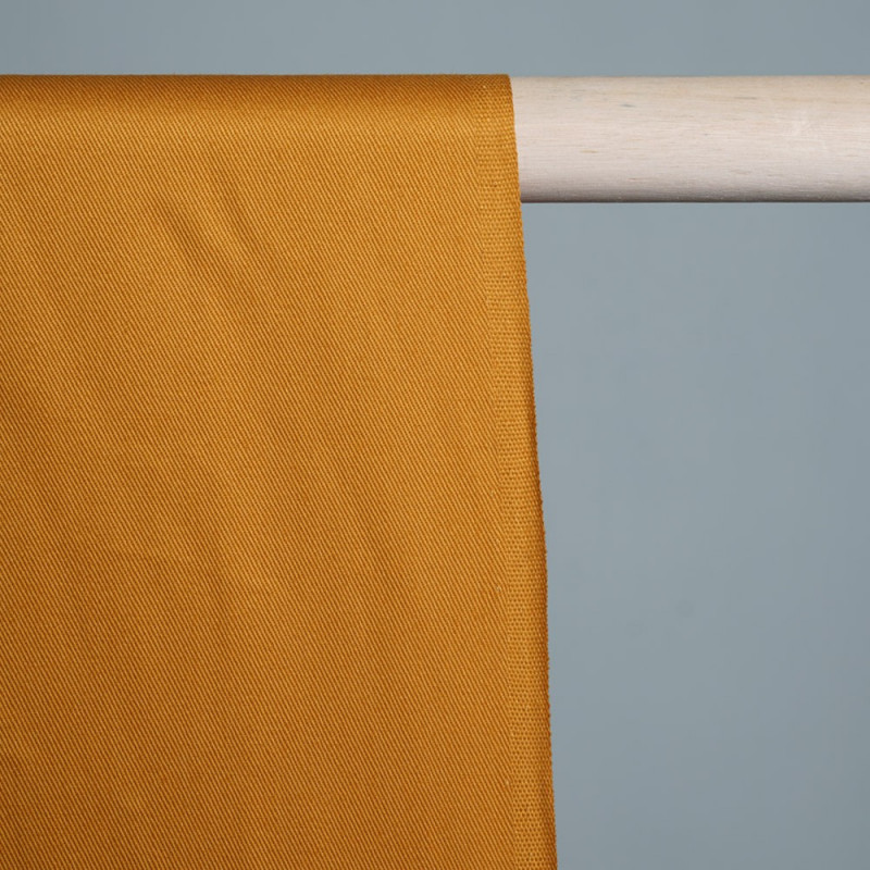 Tissu gabardine coton moutarde x 10cm  Pretty Mercerie - Mercerie en ligne