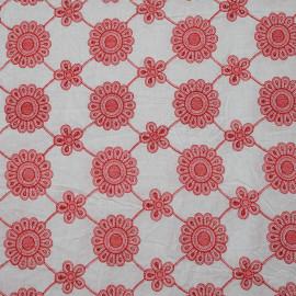 TISSU COTON BRODÉ FLOWERS BLANC & ROUGE  X 10 CM - Pretty Mercerie - Mercerie en ligne - Mercerie pas cher