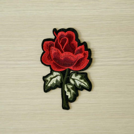 achat Badge brodé motif rose rouge  - pretty mercerie - mercerie en ligne
