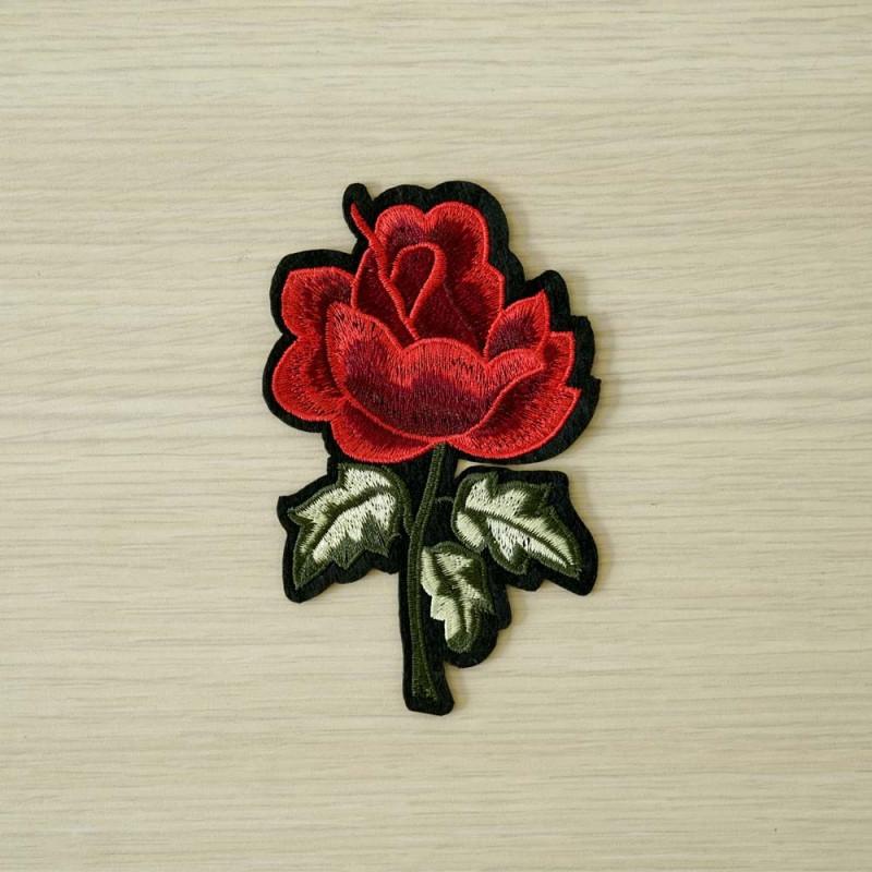 achat Badge brodé motif rose rouge  - pretty mercerie - mercerie en ligne