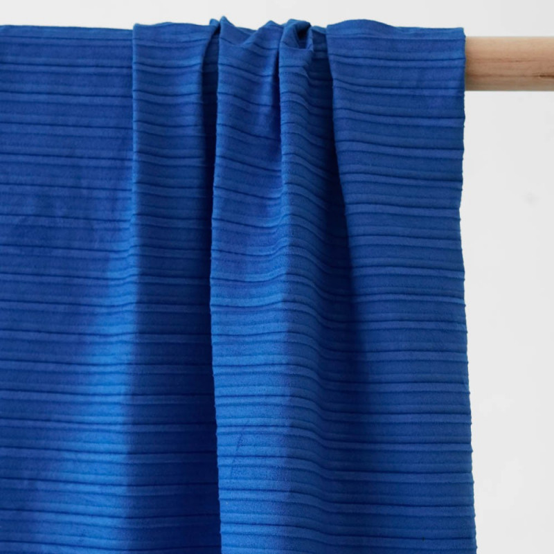 achat Tissu suédine plissée dazzling blue - pretty mercerie - mercerie en ligne