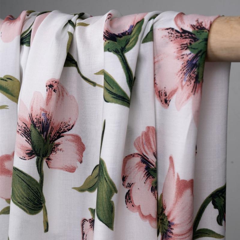 Tissu viscose blanc à motif fleurs roses et vertes - mercerie en ligne - pretty mercerie