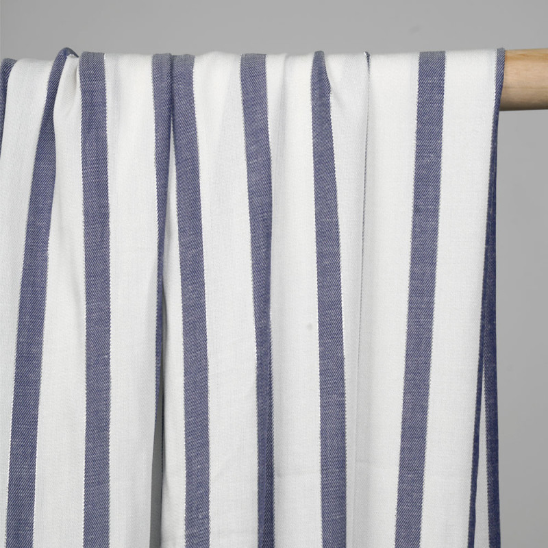Tissu viscose blanc rayé bleu et fil argent - pretty mercerie - mercerie en ligne