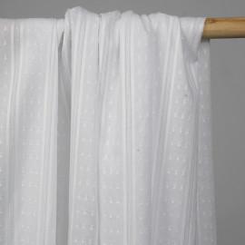 Tissu plumetis blanc à motif rayures tissées blanches et argent - pretty mercerie - mercerie en ligne