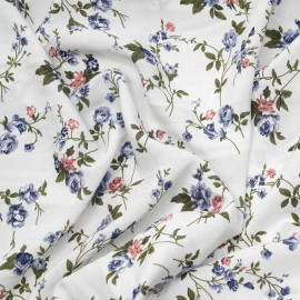 Tissu viscose blanc motif bouquet de roses bleu et rose - pretty mercerie - mercerie en ligne