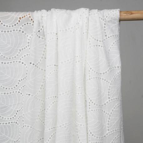 Tissu coton broderie anglaise blanc cassé motif feuillages ajourés - pretty mercerie - mercerie en ligne