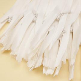 Fermeture éclair invisible non-séparable blanche 25 cm - pretty mercerie - mercerie en ligne